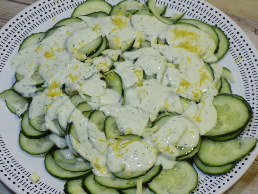 Refrescante ensalada de pepino hecha con Mycook