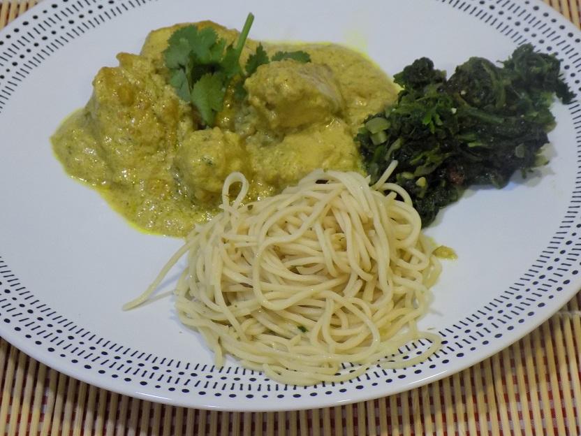 Pollo al curry con espinacas y noodles con Mycook